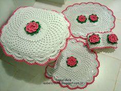 Isabel Crochê : Jogo de banheiro russo com flor em crochê