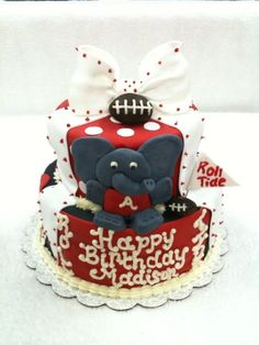 From Cake Central. Uploaded by SpecialtyCakesbyKelli.
