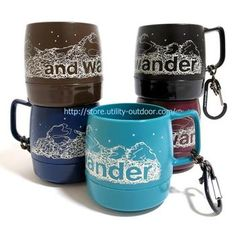 こちらはホルダーがついたタイプのマグカップ『DINEX printed mug』 山の背景をバックにアンドワンダーがロゴ抜きされた味のあるデザインです。 カラーも ブラック ネイビー ティール クランベリー チョコの5色展開で 手持ちのリュックやザックの色に合わせて買うことができます。 80gと軽量で重くて邪魔になる、なんてこともありません。 そして何より凄いところがこのカップの内部。