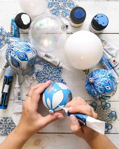 Blue Christmas, Christmas Balls, Simple Christmas, Christmas Ornaments, Xmas Crafts, Diy Crafts, Easy Christmas Decorations, Christmas Paintings, Lets Celebrate