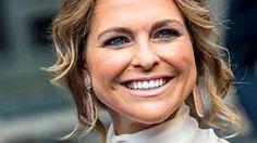 Prinsessa Madeleine jumalaisen kauniina gaalassa – aviomies Chris loisti poissaolollaan