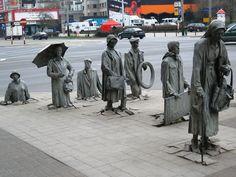 escultura de los transeuntes anónimos en Polonia