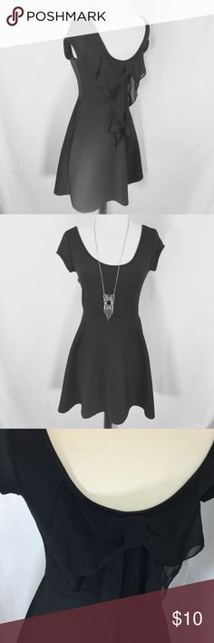 Bow back skater dress Adorable polyester knit skater dress size medium from Rue 21. Gorgeous sheer bow detail on scoop back. 26 inch waist 15 inches armpit to armpit 33 inches long EUC Rue 21 Dresses Mini