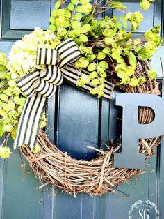Front door initial wreath for summer DIY Diy Fall Wreath, Wreath Crafts, Fall Wreaths, Summer Wreath, Diy Crafts, Wreath Ideas, Wreath Burlap, Burlap Bows, Front Door Decor