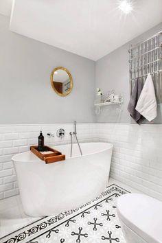 Ideas que puedes robar de los baños decorados en gris y blanco #hogarhabitissimo #industrial