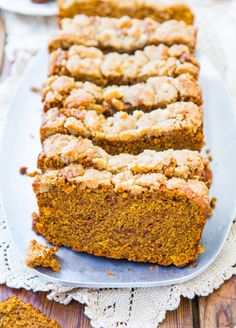 Soft Vegan Pumpkin Bread with Brown Sugar Streusel Crust - You won't miss the eggs or the butter in this fast & easy bread from averiecooks.com