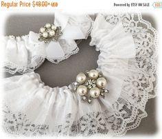 15% SALE Vintage Inspired White Garter Set White by GarterQueen