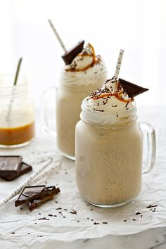 Salted Caramel Milkshake. Need I say more? {Recipe from @bakingaddiction} /ES