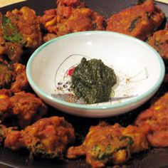 Herbs And Spices, Crispy Vegetable Pakoras, Pakoras Are A Favorite In India. Your Favorite Vegetables Are Dipped In A Spicy Batter And Deep Fried To Make Fabulous Fritters. Healthy Vegetarian Diet, Vegetarian Recipes, Cooking Recipes, Vegan Food, Indian Food Recipes, Asian Recipes, Fall Recipes, Mint Yogurt Sauce, Indian Appetizers