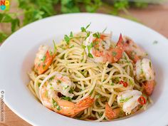 Easy and fast recipe for restaurant-quality shrimp Aglio e Olio, an Italian one-dish pasta dish. Gnocchi Recipes, Shrimp Recipes, Pasta Recipes, Cooking Recipes, Healthy Recipes, Healthy Dishes, Aglio E Olio Recipe, Aglio Olio, Yummy Noodles