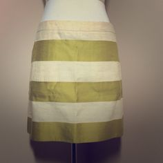 J.Crew Cream and Green Striped Skirt Linen Sz 2 J.Crew Cream and green striped mini skirt. 82% linen 18% cotton. Some very mild pilling due to the nature of linen fabric. Pockets are functional. Size 2. Approx. Measurements (laid flat) W 15in L 15.5in. J. Crew Skirts Mini