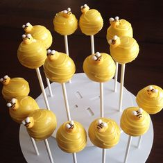 New Baby Reveal Cake Pops Bumble Bees Ideas Bee Cake Pops, Bee Cupcakes, Cupcake Cakes, Yellow Cake Pops, Bumble Bee Cake, Bumble Bee Birthday, Bumble Bees, Baby Shower Cakes, Baby Reveal Cakes