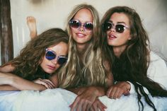 this is like perfect for me, Kiana and Carmel. I look like the first one from the left, then Kiana (tall and blonde and pretty) and then the beautiful brunette who has hair like me, Carmel. love u guys to the moon and back ❤☺☆☮♡ *baiser baiser vous aimer*