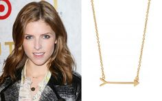 #AnnaKendrick wearing Stella & Dot On the Mark Arrow Necklace www.stelladot.fr/zabou #zabou #stelladotstyle #collier #onthemark