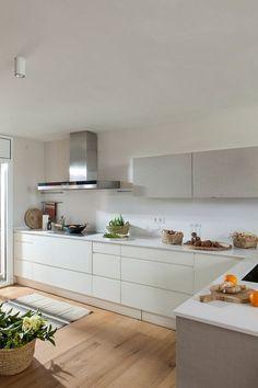 97 veces he visto estas radiantes cocinas blancas. Diy Kitchen Decor, Interior Design Kitchen, Home Decor, Kitchen Flooring, Kitchen Cabinets, Kitchen Collection, Cuisines Design, Küchen Design, Design Ideas