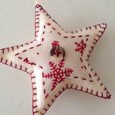Set of three starshaped felt christmas por AliceEmilyRose en Etsy Handmade Christmas Decorations, Christmas Ornament Crafts, Handmade Ornaments, Christmas Crafts For Kids, Felt Ornaments, Xmas Decorations, Star Shape, Creative Crafts, Felt Crafts