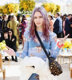 Art Industry News: Grimes, Pop Star and Neuroscience Fan, Warns That 'We're at the End of Human Art' + Other Stories Claire Boucher, Pretty People, Beautiful People, Celebs, Celebrities, Girl Crushes, Role Models, Singer, Actresses