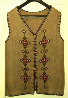 This post was discovered by Es Embroidered Clothes, Embroidered Jacket, Embroidery Fashion, Embroidery Dress, Crochet Clothes, Diy Clothes, Kurti With Jacket, Kurti Patterns, Fashion Illustration Vintage