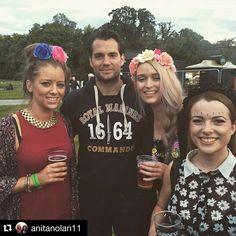 Great fun in this photo of Henry Cavill with @anitanolan11 and friends . #henrycavill ・・・ Chilling with superman ✌️ #superman #beaut #groove