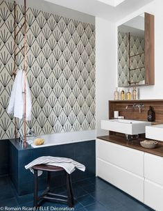 32 Brilliant Over the Toilet Storage Ideas that Make the Most of Your Space - The Trending House Barn Wood Bathroom, Best Bathroom Tiles, Rustic Bathroom Vanities, Bathroom Colors, Family Bathroom, Bad Inspiration, Bathroom Inspiration, Square Bathtub, Modern Bathtub