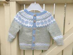 43 ideas crochet baby boy sweater pattern fair isles for 2019 Crochet Baby Cardigan, Baby Cardigan Knitting Pattern, Boy Crochet, Knitting Sweaters, Kids Knitting Patterns, Knitting For Kids, Knitting Baby Girl, Pull Jacquard, Baby Girl Jackets