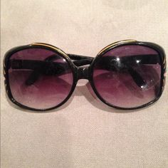 🎈HP🎈Sunglasses Black plastic sunglasses with purple lens. In good used condition. Host pick at the 1/20 Classic & Casual Posh Party! Forever 21 Accessories Sunglasses