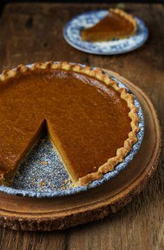 Rich spiced dairy-free pumpkin pie #recipe #dairyfree #pumpkin #dessert