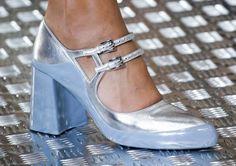 Mary jane azzurre e argento Prada - Scarpe da donna Autunno/Inverno 2015/2016: modello bicolor con doppio cinturino