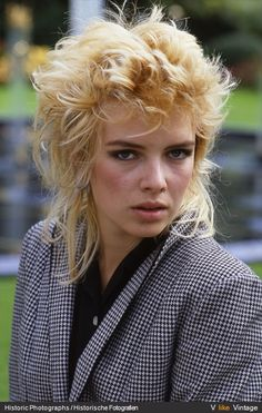 Kim septembre 1982 - Copenhague Kim Wilde, Number Two, Pop Singers, Pure Beauty, Dj, Hairstyles, Pure Products, Female, Music