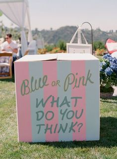 Gender reveal baby shower balloon box // baby reveal -- for an outdoor gender reveal party this is perfect Gender Reveal Box, Gender Reveal Party Games, Gender Party, Baby Shower Gender Reveal, Reveal Parties, Gender Reveal With Balloons, Party Fiesta, Festa Party, Gender Announcements