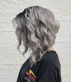 34 Trendy Silver/Gray Hairstyle Ideas for 2019 In this article, I'll present 34 amazing and trendy silver/ gray hair colors to inspire you. White Ombre Hair, Grey Hair Wig, Ombre Hair Color, Cool Hair Color, Hair Colors, Silver Fox Hair, Curly Silver Hair, Silver Ombre Short Hair, Silver Foxes