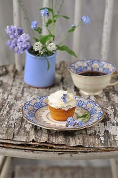 rustic & beverage delights~ saucer as a cupcake plate. Sweet.