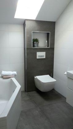 badezimmer kombination mit mosaikfliesen und weißen wandfliesen, Badezimmer