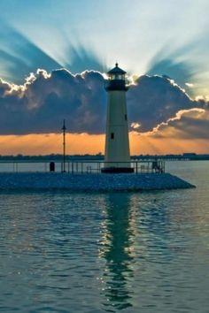The Harbor ☀ Rockwall / Lighthouse Lighthouse Lighting, Lighthouse Pictures, Lighthouse Art, Beacon Of Light, Belle Photo, Nebraska, Wyoming, Puerto Rico, Tennessee