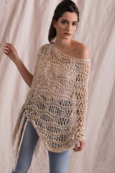 Exceptional Stitches Make a Crochet Hat Ideas. Extraordinary Stitches Make a Crochet Hat Ideas. T-shirt Au Crochet, Cardigan Au Crochet, Crochet Capas, Pull Crochet, Mode Crochet, Crochet Poncho Patterns, Crochet Shirt, Knitted Poncho, Knit Shirt