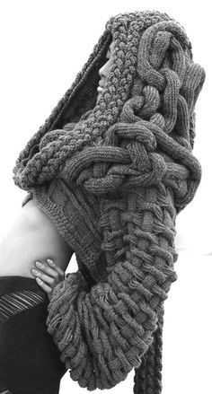 Hooded Chunky Knit Sweater - Knitwear Designer Chris Ran Lin 'Conflict & Fusion' Collection Knit Fashion, Womens Fashion, High Fashion, Beach Fashion, Fashion Pics, Street Fashion, Fashion Fashion, Fashion Trends, Mode Inspiration