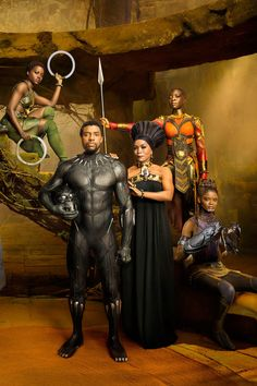 THESE NEW IMAGES FROM MARVEL'S BLACK PANTHER ARE EVERYTHING >> A POWERFUL, COMPLEX KING SURROUNDED BY POWERFUL, COMPLEX WOMEN YES