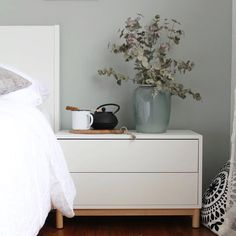 Eket mit Untergestell als Nachttisch (70x35x45), 100€