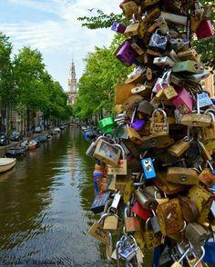 Have you ever put a lock in the name of #love?  #Amsterdam ¿ Alguna vez colgaste un candado del #amor? #travel #viajar
