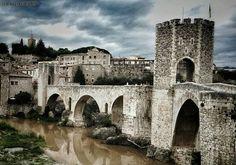 Besalú (Girona) El pont dels jueus #instaculturajueva2015 #incostabrava #inpyrenees #besalu #jewish #monumentalspain #estaes_catalunia #loves_catalunya #descobreixcatalunya #ok_catalunya #mapassionacatalunya #poblescatalans #raconsdecatalunya #raconsgironins #tresors_cat_pobles #gaudeix_cat #discover_catalonia #catalunya_color #ig_catalonia #igersgirona #catalunyagrafias #cosa_nova_bcn #team_of_all #world_great #kings_shots