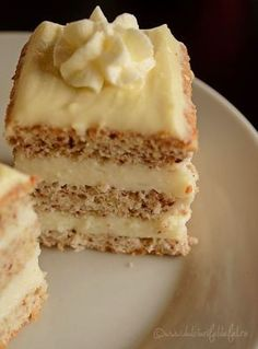 prajitura cu blat pufos Romanian Desserts, Romanian Food, Sweets Recipes, Cake Recipes, Specialty Cakes, Ice Cream Recipes, No Bake Cake, Chocolate Recipes, Love Food