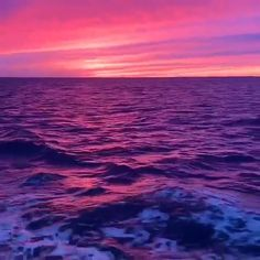 New York Discover Purple Ocean Beautiful Purple Blended Sky & Ocean . Aesthetic Movies, Sky Aesthetic, Aesthetic Videos, Aesthetic Pictures, Beautiful Ocean, Amazing Nature, Beautiful Places, Sea Video, Ocean Wallpaper
