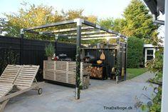 Udekøkken bygget op af traller fra stilladser af Tina Dalbøge - klik ind og se hvordan det udendørskøkken er bygget op.