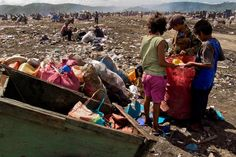 Every day since the early morning when the sun does not burn there are hundreds of recollectors arriving to La Chureca. It has been estimated that about 2000 people work directly at the dump. [Managua, Nicaragua]