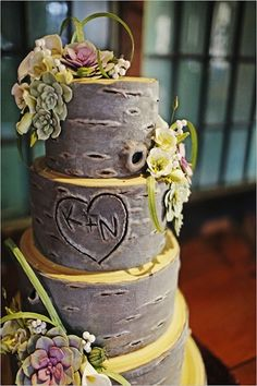 SO Adorable!!!! Initials carved in tree trunk wedding cake!