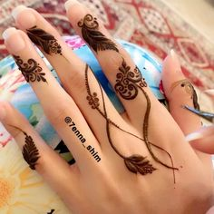 Luvly finger design 😎👌🏼Credit for vid ❤ ______________________________ Are you interested in Learning Henna Art ? Check Out… Henna Art Designs, Stylish Mehndi Designs, Beautiful Henna Designs, Mehndi Designs For Hands, Henna Ink, Henna Tattoo Hand, Hand Tattoos, Mahndi Design, Fingers Design