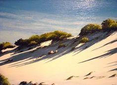 Spesso presente il mare, con le spiagge selvagge e deserte e la campagna dove solo la natura è padrona.
