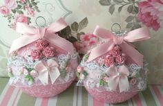 2-Pink-Shabby-Sugared-Embellished-Victorian-Christmas-Ornaments-glass
