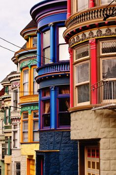 San Francisco is one off my most wanted holiday destinations. Haight Street victorian buildings in San Francisco, USA Colourful Buildings, Beautiful Buildings, Beautiful Places, Colorful Houses, Beautiful Flowers, Purple Houses, Beautiful Architecture, Colorful Decor, Beautiful Homes