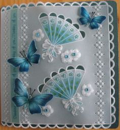 Pergamano: papillon bleu, éventail, fleur